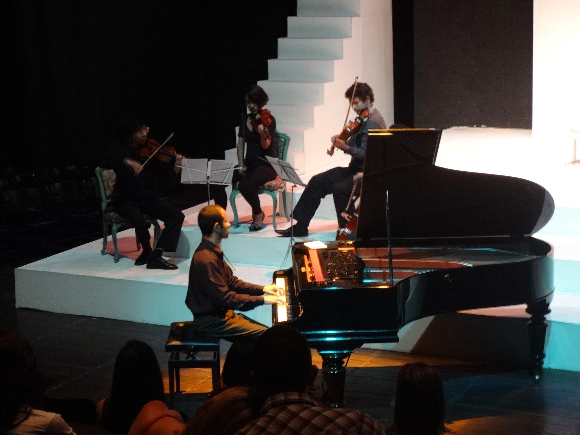 el piano-aprendizaje-futuros pianistas-pianistas en escena-musica-cultura del piano-aprender piano-aventura del piano-pianissimo